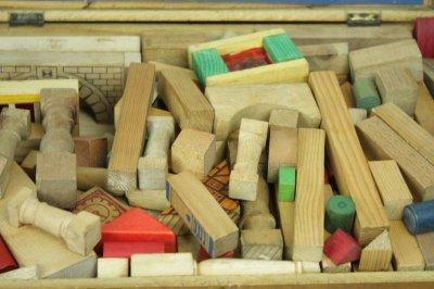 画像3: 木のおもちゃ 積み木の木箱/お城