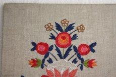 画像2: 北欧刺繍 タペストリー/パネル フラワー (2)