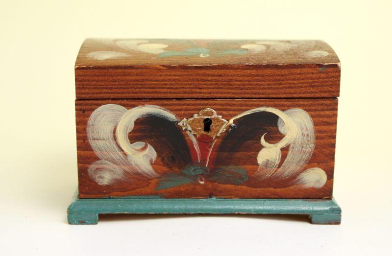 画像1: 北欧アンティーク 伝統柄/木箱 鍵付き (1)