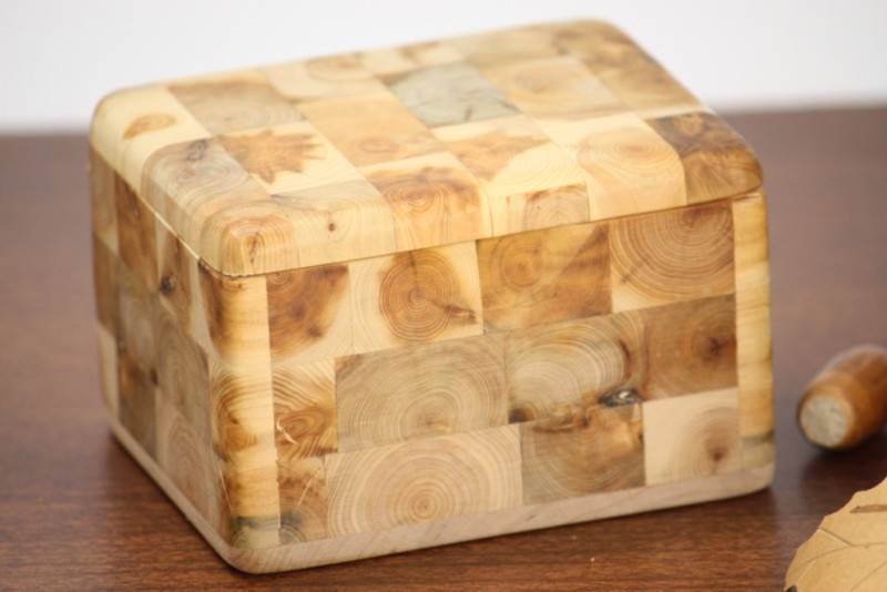 画像1: 北欧手作り ねずの木の木箱 (L) (1)